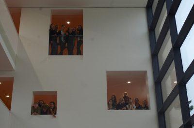 oben von links nach rechts Anna-Lena Raab, Merle Thiel, Johanna Beste, Nele Roggow, Isa Köpp, Hannah Frost links von links nach rechts Clara Helene Gerhardt, Florentine Fuhrmann, Béla Dietrich, Carla Dietrich rechts von links nach rechts Anna Vojik, Emilie Köhn, Mireja Jordt, Golo von Engelhaft, Julius Papenfuß, Hannah Kurek, Greta Klötzer, Anne Luise Möller außerdem Nele Gadau, Milena Grunow, Tamina Herbst, Anna Ludwig, Amelie Schmedemann
